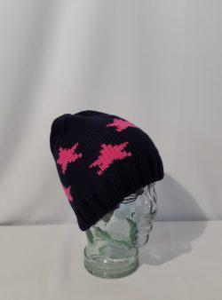 Mütze mit farbigen Sternen