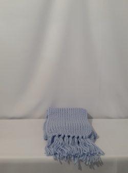 hellblauer Schal mit Fransen